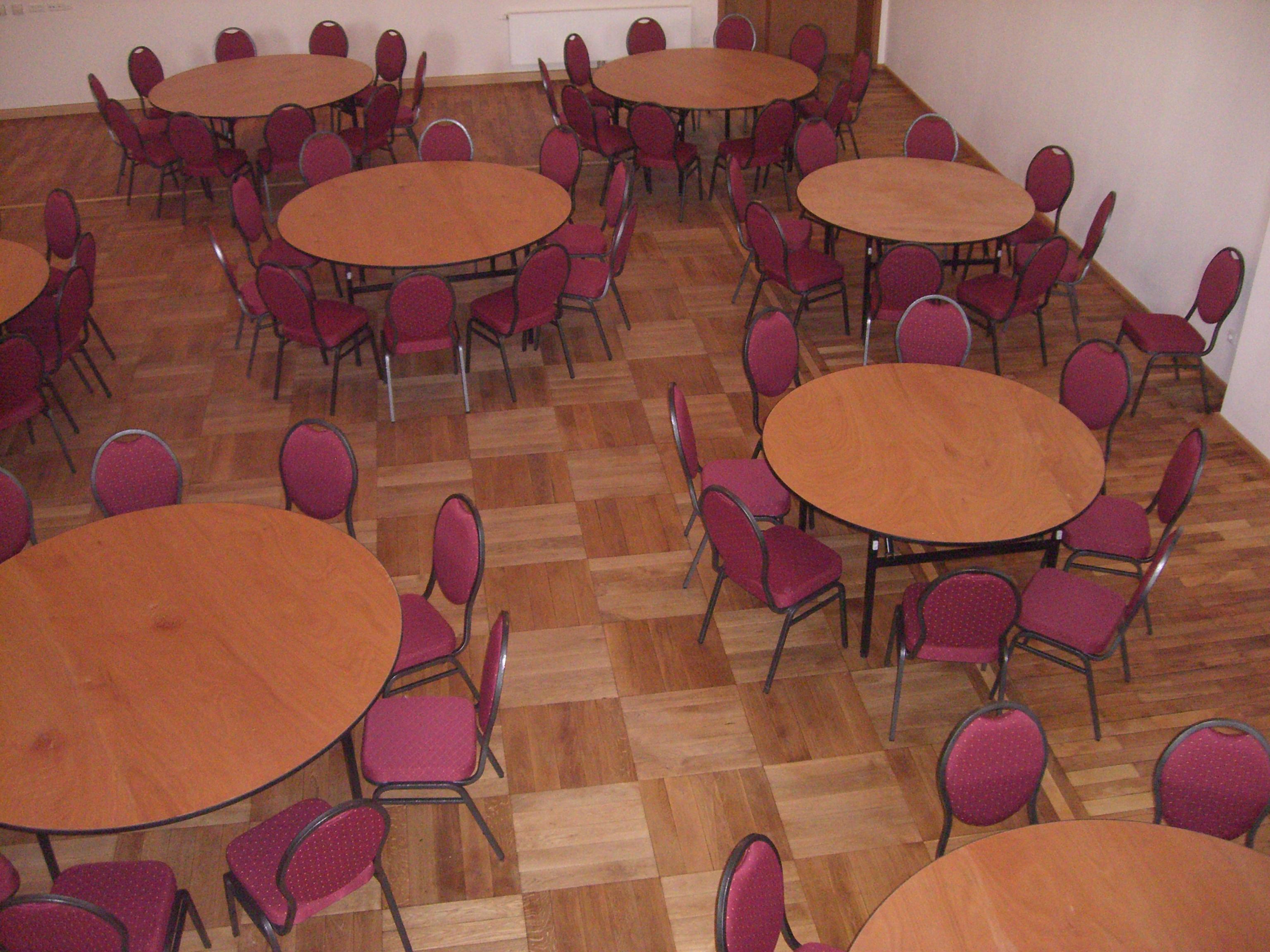 Tisch rund für 8 Personen zur Miete
